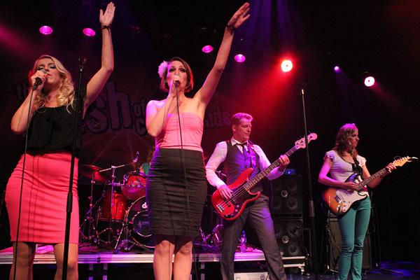 Jackie Ramone & the Twins in DUYCKER Hoofddorp