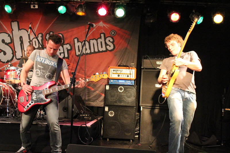 Pearl Jamming in Total Music Schiedam
